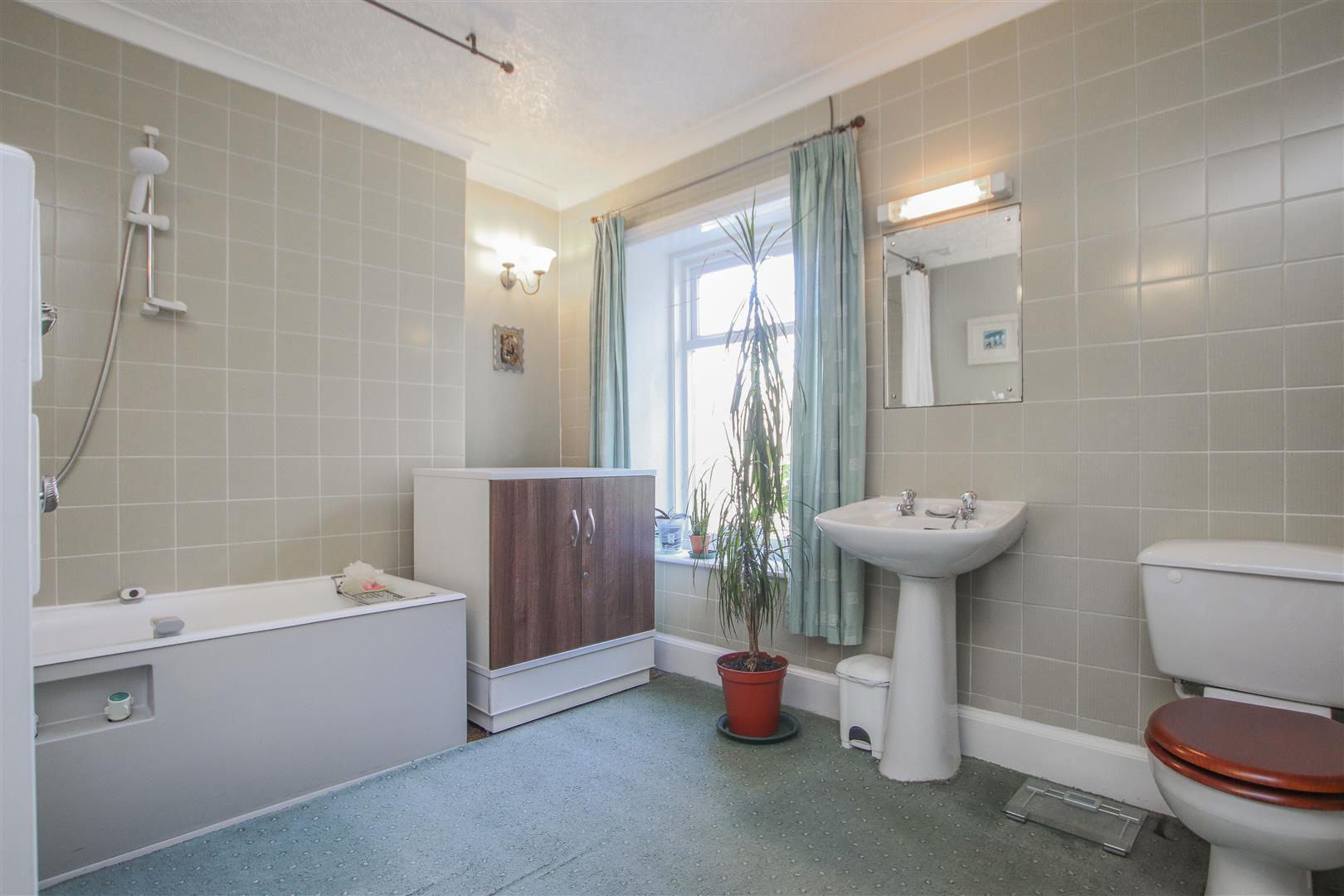 3 Bedroom Mid Terrace House For Sale - 21.JPG